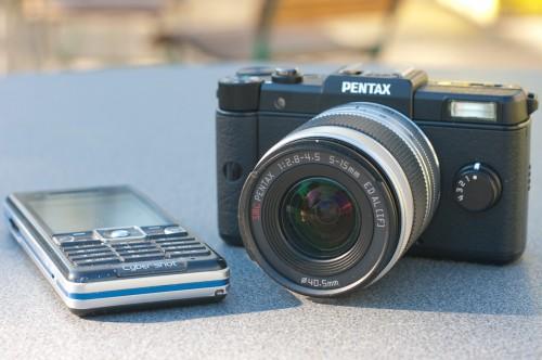 Größenvergleich Pentax Q mit Zoom-Objektiv