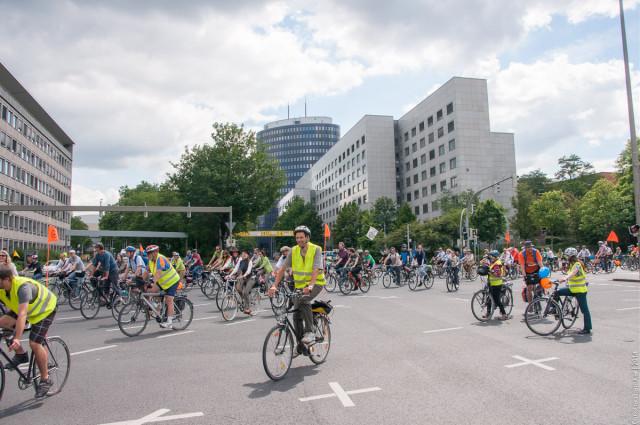 Fahrradsternfahrt 2014: Einfahrt zum Friedensplatz